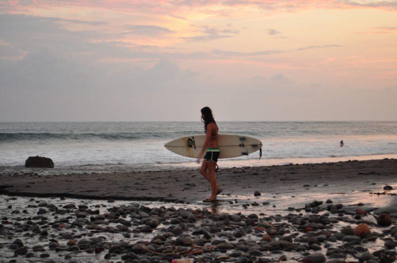 Tunco y Sunzal surfing