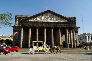 Zasypany laskou v Guadalajare